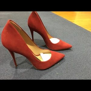Red (burgundy) felt high heel close toed pumps
